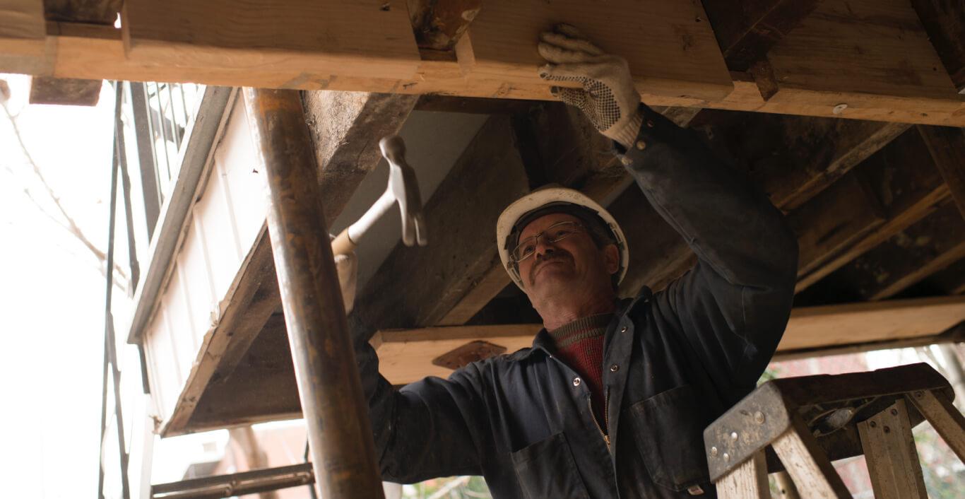 Un travailler renforçant la structure